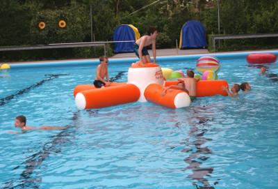 De jeugd duikt in het warmste zwemwater van Bronckhorst